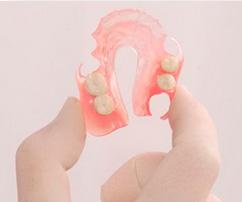 nejlonovy-e-zubny-e-protezy-2